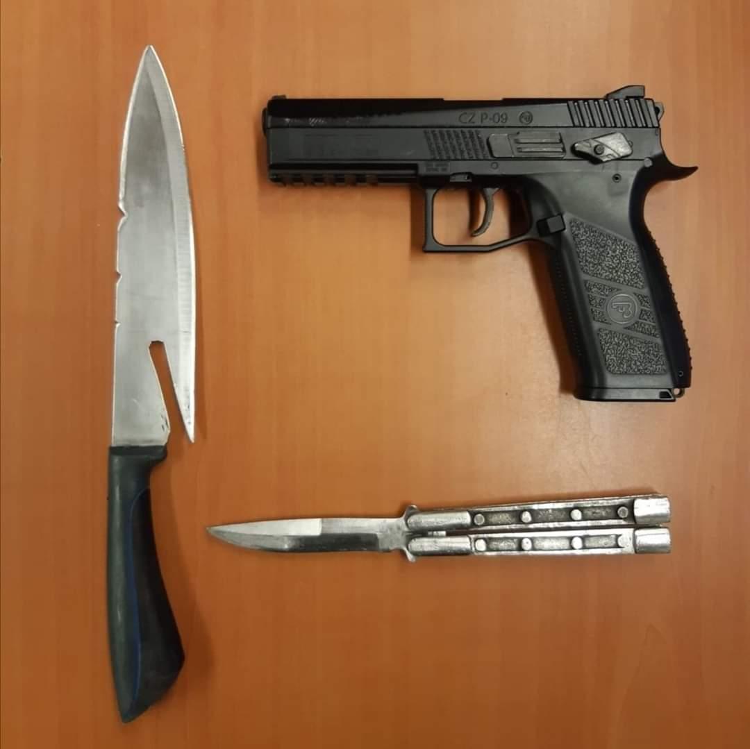 19-jarige Drachtster aangehouden na bezit van meerdere wapens in Drachten