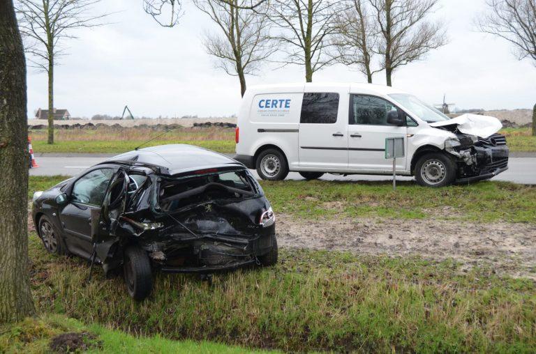 Flinke schade na aanrijding op de Groningerstraatweg (N355)bij Leeuwarden