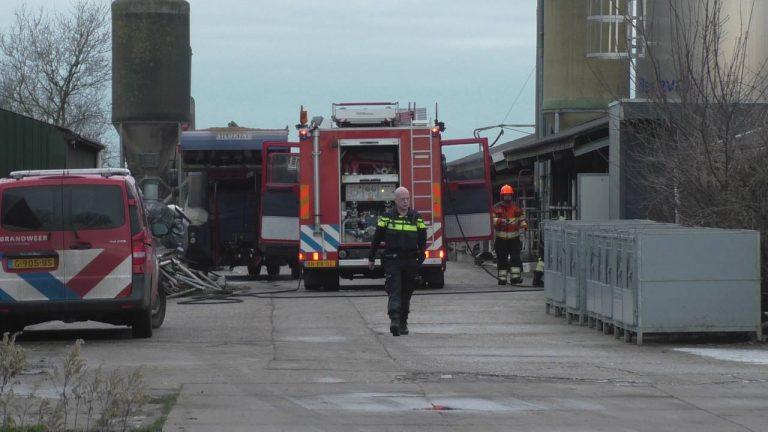 Brandende Vorkheftruck in stal laat Brandweer uit rukken in Donkerbroek