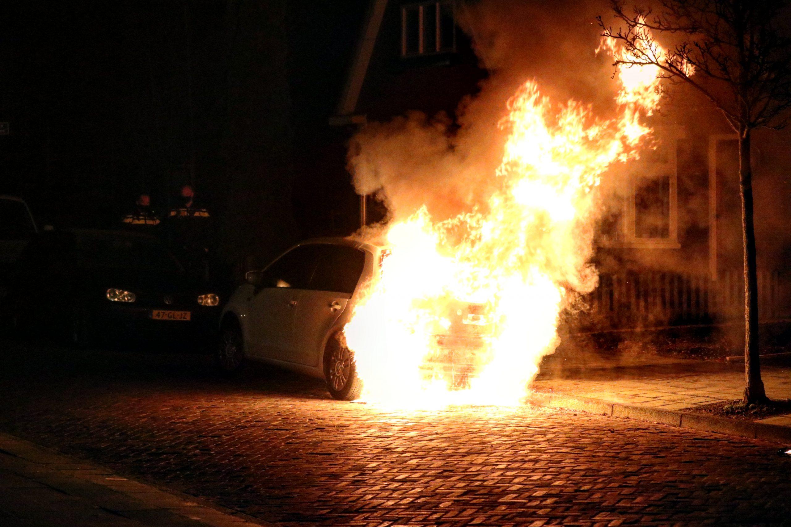 Video Witte Volkswagen UP uitgebrand aan de Lijsterstraat in Drachten