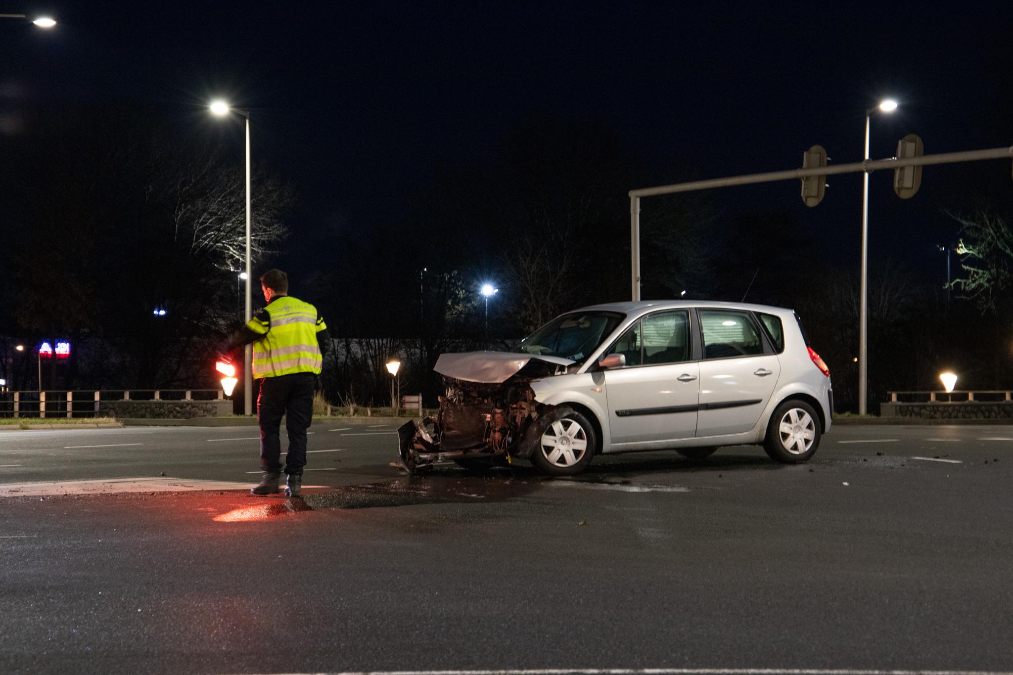 Twee Auto's met elkaar in botsing op het Drachtsterplein in Leeuwarden