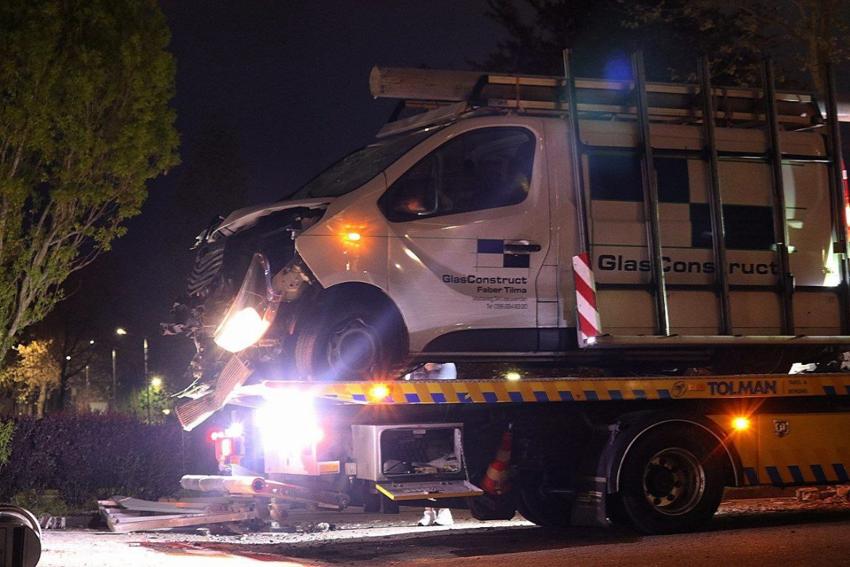 Busje crasht op Lavendelheide bij Drachten na achtervolging door politie