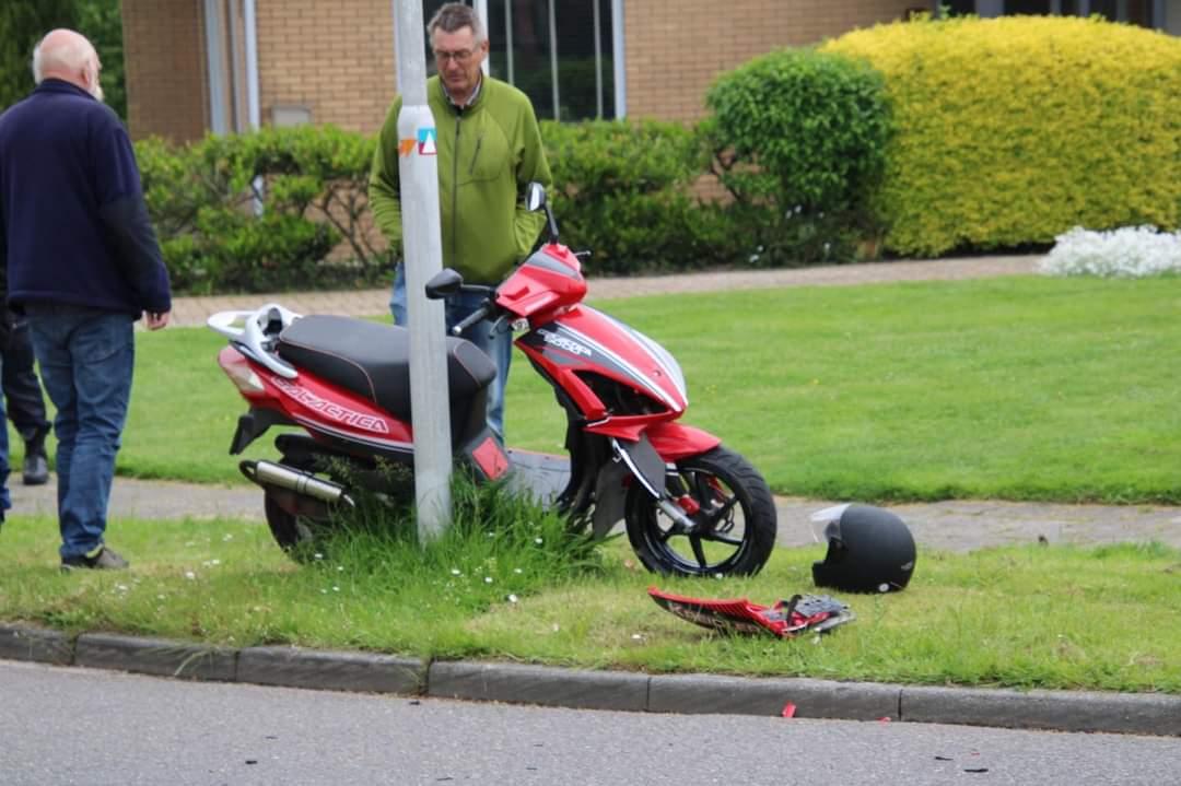 Scooterrijder gewond na  aanrijding met personenauto in Leeuwarden