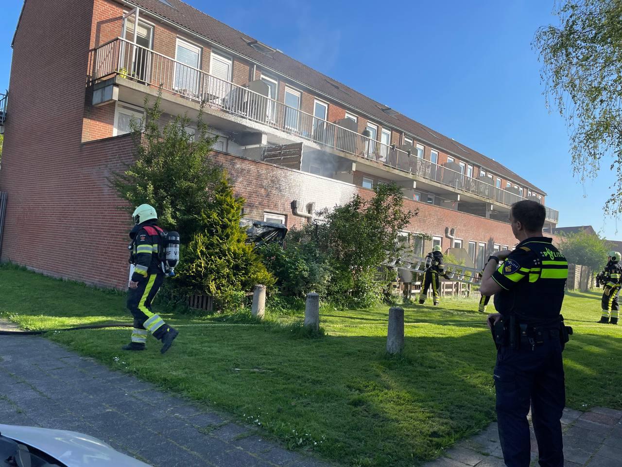 voorbijganger ontdekt Balkon brand en waarschuwde de hulpdiensten in Leeuwarden