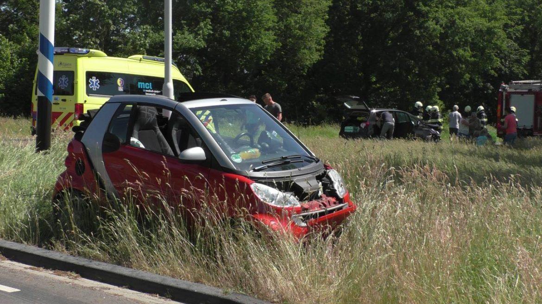 Twee Auto's met elkaar in botsing op kruising in Elsloo