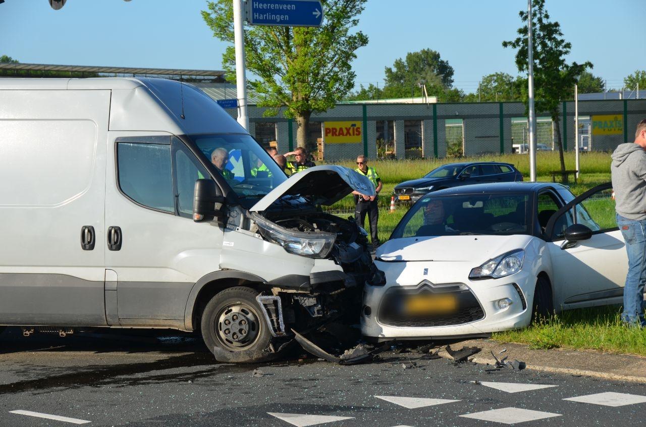 Drie voertuigen met elkaar in botsing in Leeuwarden