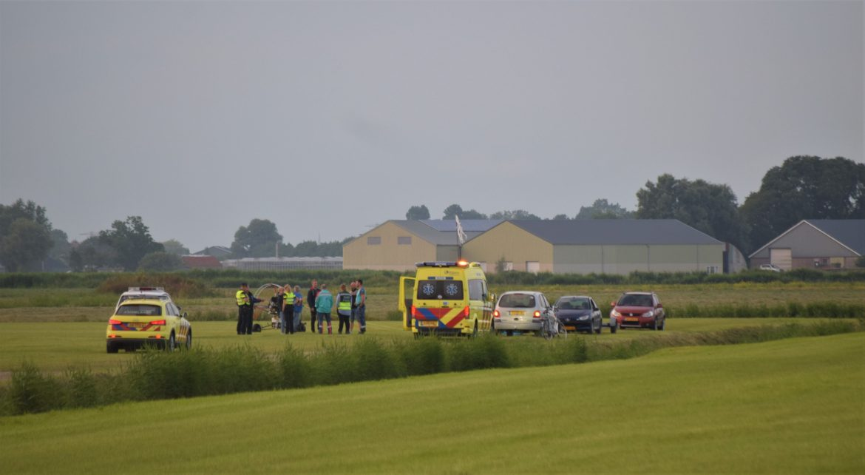 Omstanders bellen hulpdiensten na paraglider in Nood